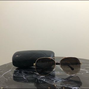 CHANEL Aviator Sunglasses w. Case